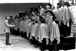 Maestro-Acácio-e-Coral-Inauguração-prédio-Editora-foto-Mário-teixeira-31.10.19911